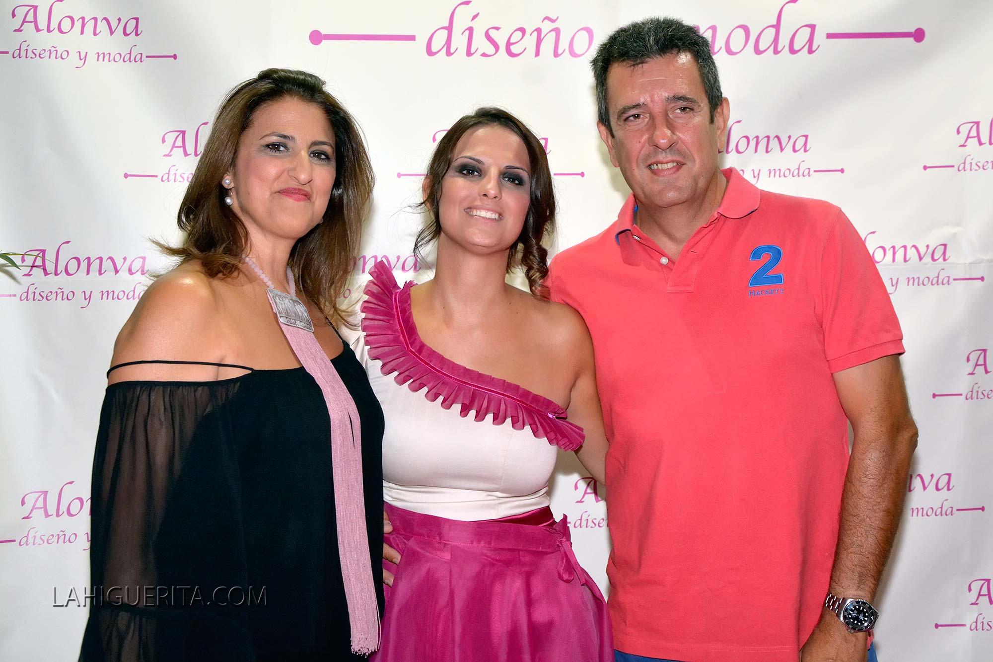 Desfile de la firma Alonva dirigida por la diseñadora de moda isleña, Cristina Vargas Alonso
