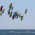 Participantes en uno de los campeonatos de kitesurf celebrados en las aguas isleñas