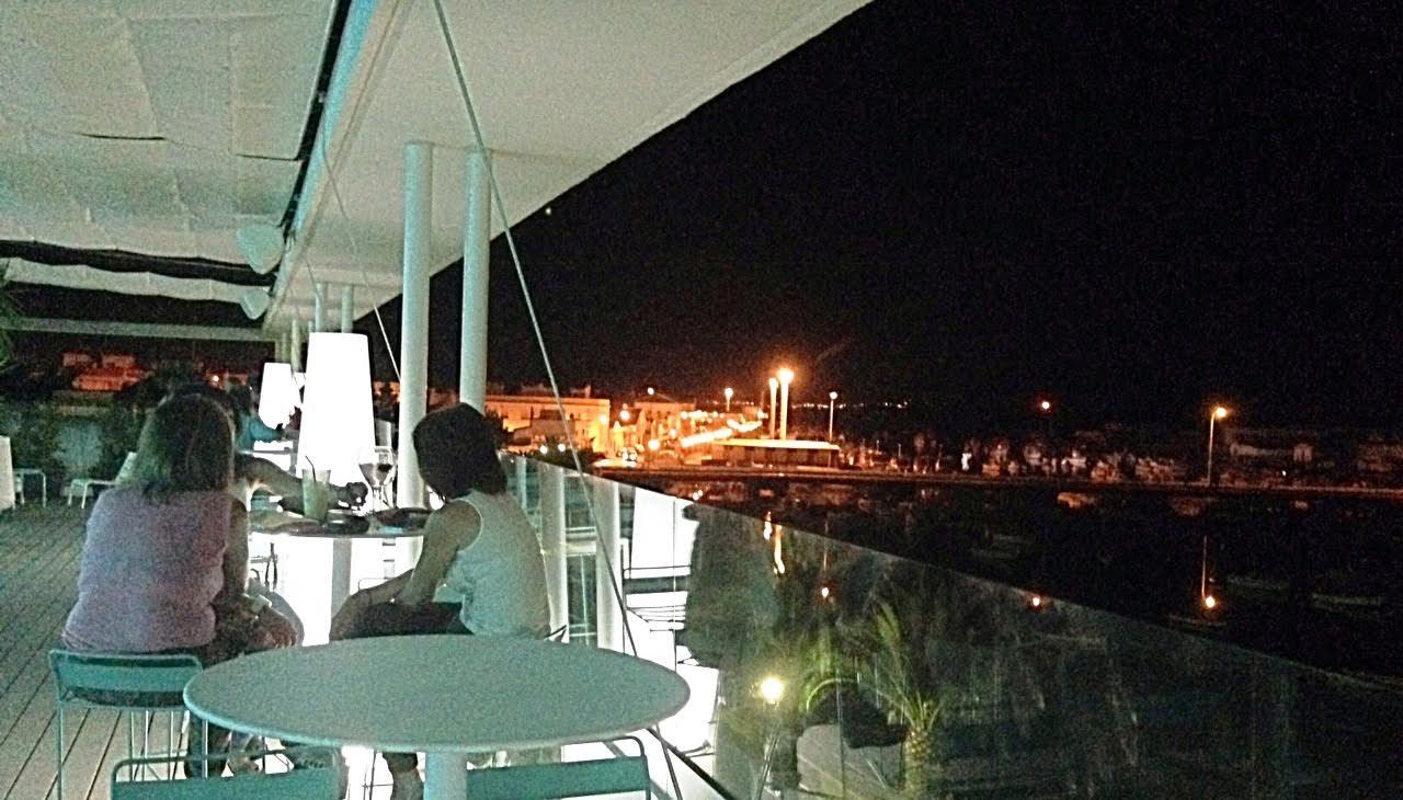 Isla Cristina cuenta con una suficiente oferta de ocio nocturno, compatible con el descanso de sus visitantes