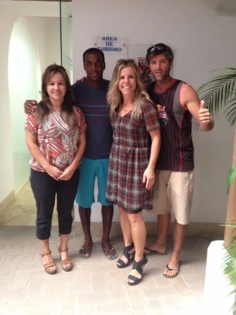 El campeón del mundo de Kitesurfing, Ariel Corniel, visita Isla Cristina