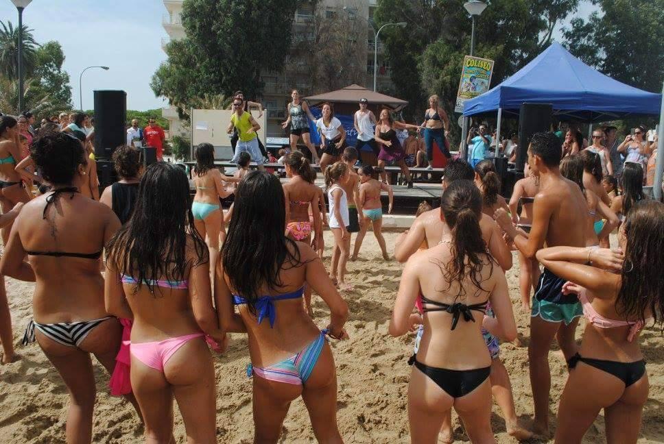A todo ritmo en la Playa Central con la Escuela de Baile María Dance