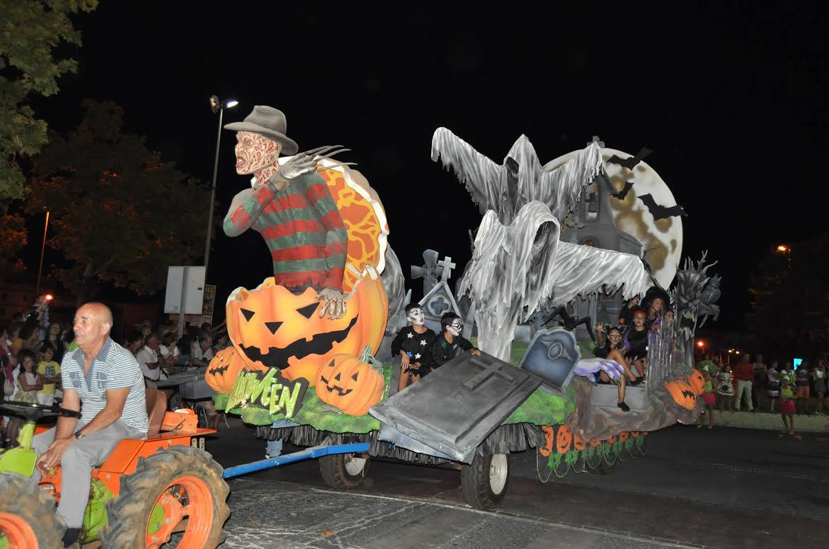 Isla Cristina se disfraza en la Muestra del Carnaval de Verano