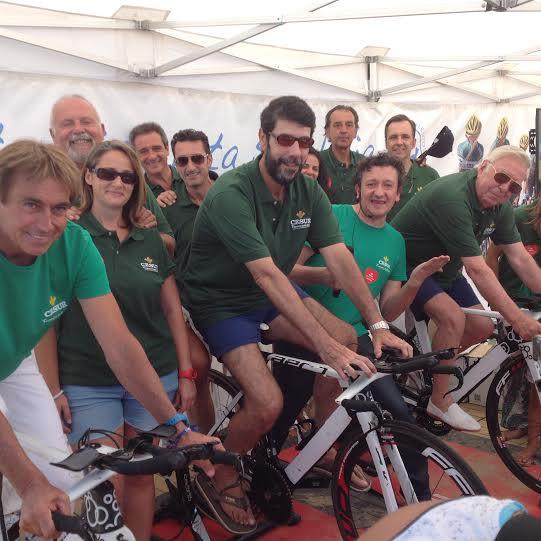Más de 2.600 kilómetros de pedaleos en la playa de Punta Umbría en la 'Bicicleta solidaria' de Caja Rural del Sur