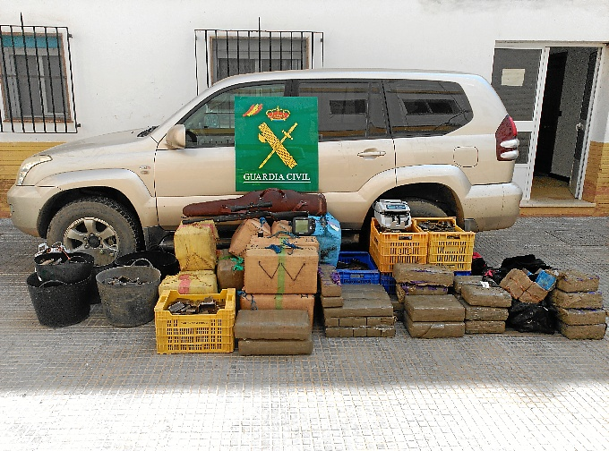 La Guardia Civil aprehende casi una tonelada de hachís en Isla Cristina