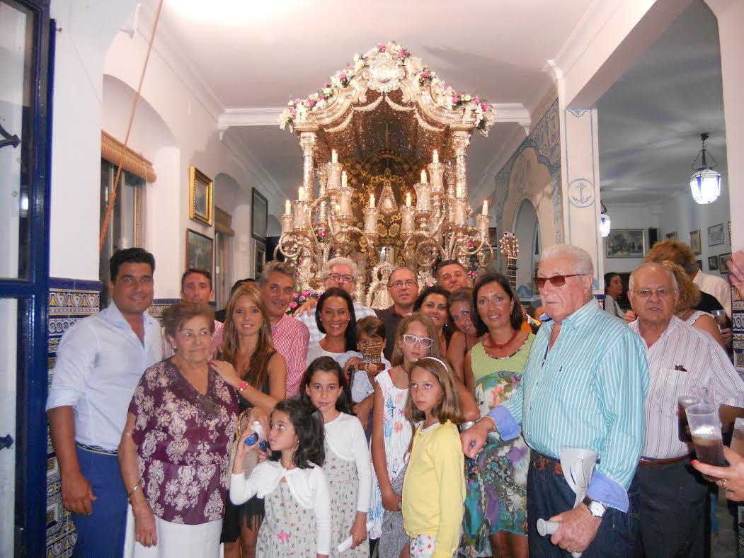 Mágica noche con la familia Ramos - León a las puertas de la Casa Hermandad del Rocío de Isla Cristina