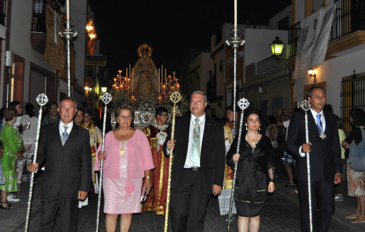 La Virgen de la Paz procesiona por Isla Cristina en el 75 Aniversario fundacional de la Hermandad