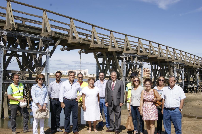 La Alcaldesa isleña valora la finalización de las obras de rehabilitación de la pasarela de madera de La Gola