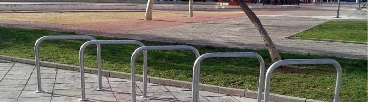 La Junta instala nuevos aparcamientos para bicicletas en Isla Cristina