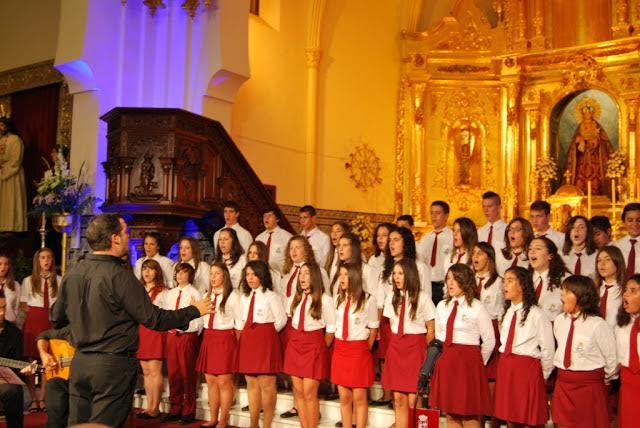 José Antonio Jara dirige el Coro Juvenil Isaac Cueto Burgos