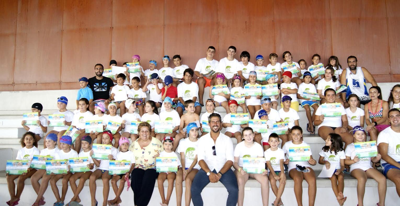 Clausurados los cursos de natación de la piscina municipal