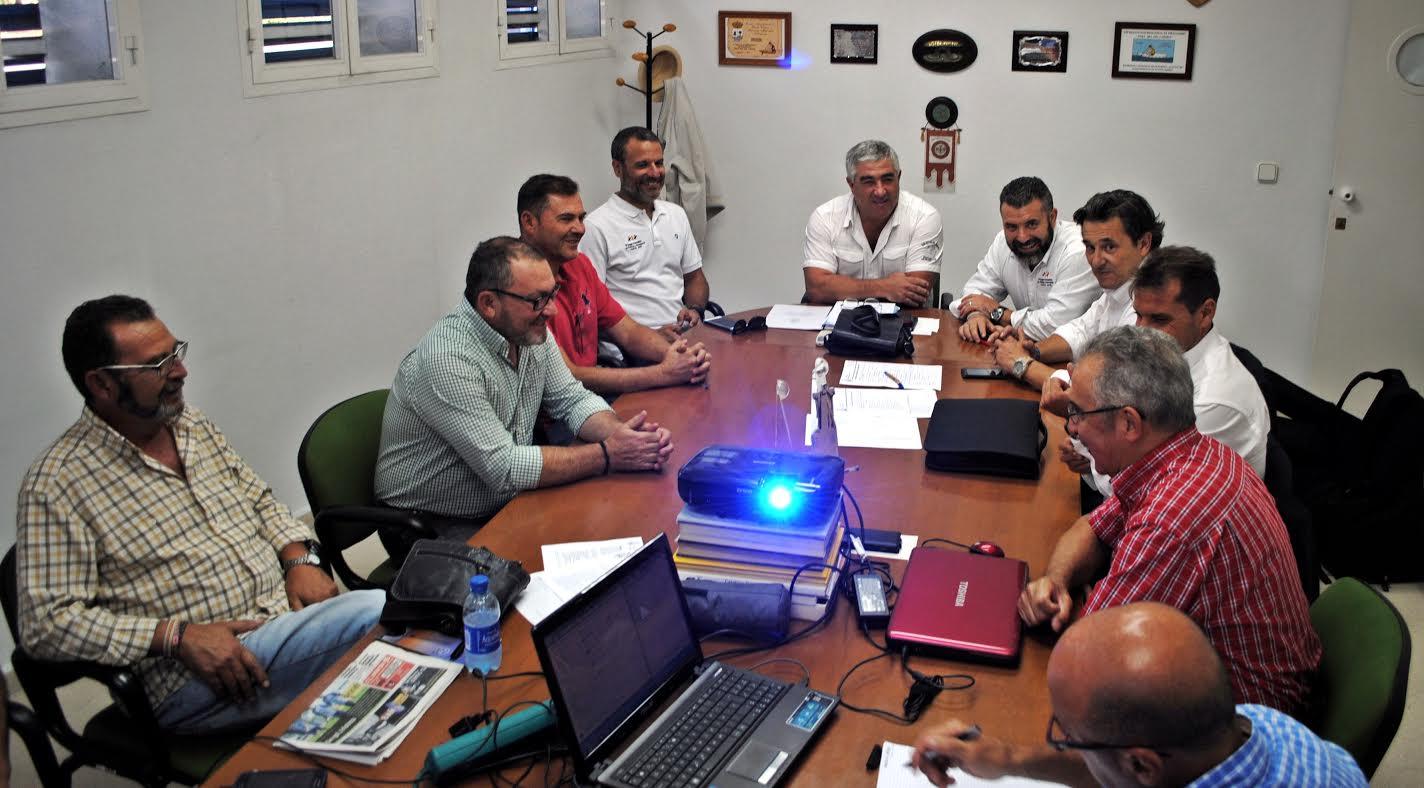 Acuerdo entre Huelva 2016 y el Club Marítimo para desarrollar allí tres Competiciones Náuticas