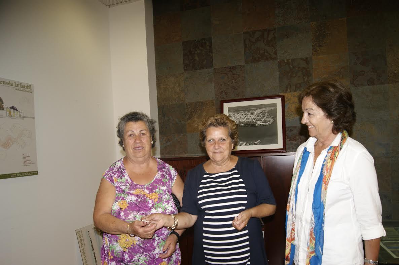 La Alcaldesa hace entrega de las llaves de una vivienda a una familia isleña en riesgo de exclusión