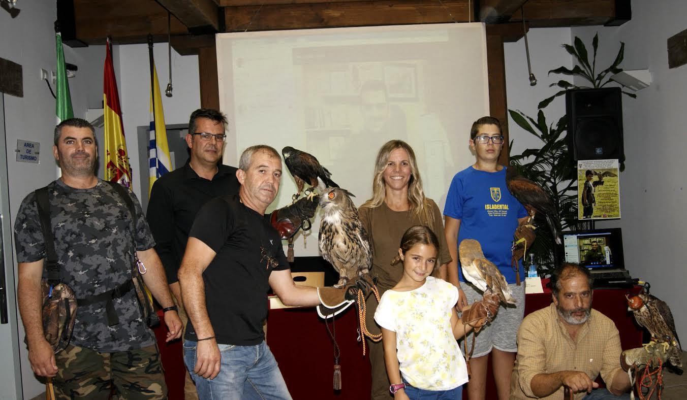 Isla Cristina, se convierte una año más en sede del mundo cetrero con el Encuentro Nacional de Cetrería y Conservación de Aves de Presa