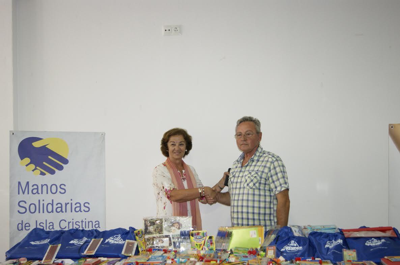 El Ayuntamiento dona material escolar al Comedor Manos Solidarias