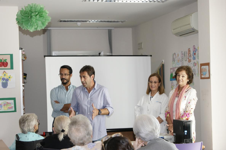 El Ayuntamiento celebra el Día del Mayor acercando la Biblioteca a la Residencia Nuestra Señora del Carmen