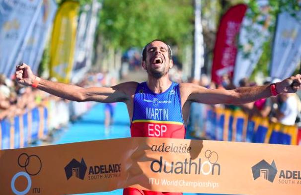 Huelva 2016 felicita a su abanderado, Emilio Martín, tras proclamarse de nuevo Campeón del Mundo
