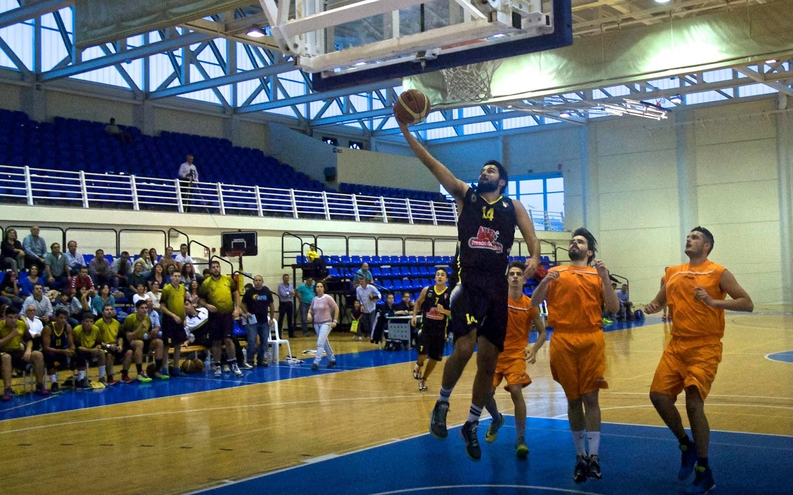 Victoria del Club Baloncesto Palos de Celes Vizcaíno y Sergio Pardo, ante el Écija Basket