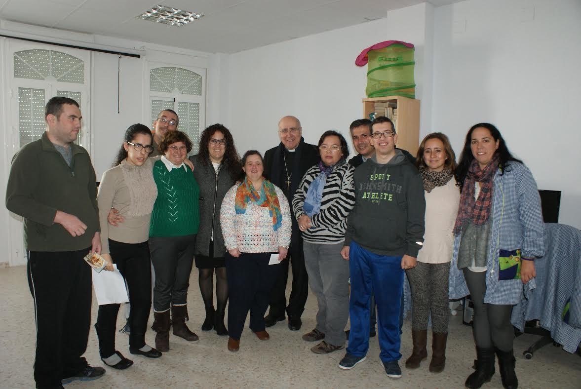 El Obispo de Huelva visita las dependencias de Asidem de Isla Cristina
