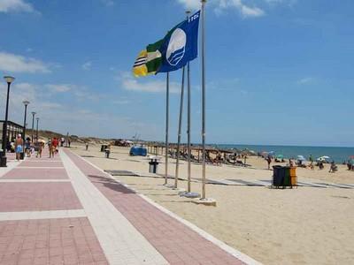 Banderas azules para las Playas Central y la Gaviota de Isla Cristina