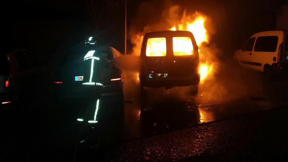 Tres vehículos calcinados en Ayamonte
