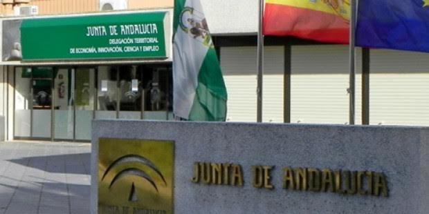 El Ayuntamiento isleño traslada a la Junta su disconformidad con la supresión en la localidad del Programa Orienta