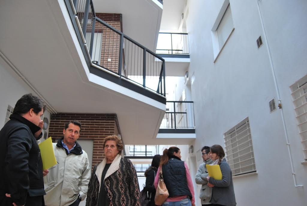 La Alcaldesa de Isla Cristina asiste a la entrega de viviendas VPO en la localidad