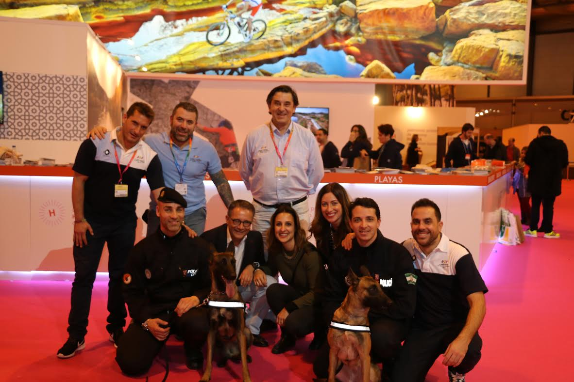 Unidades caninas promocionan los juegos europeos Huelva 2016 en el cierre de FITUR