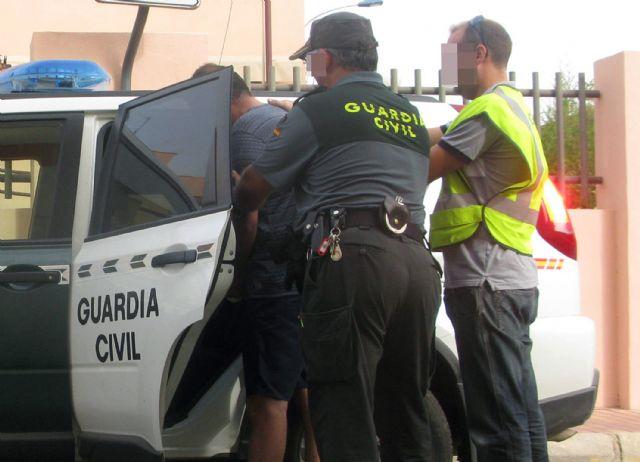 Detienen en Isla Cristina al autor de varios robos en vehículos