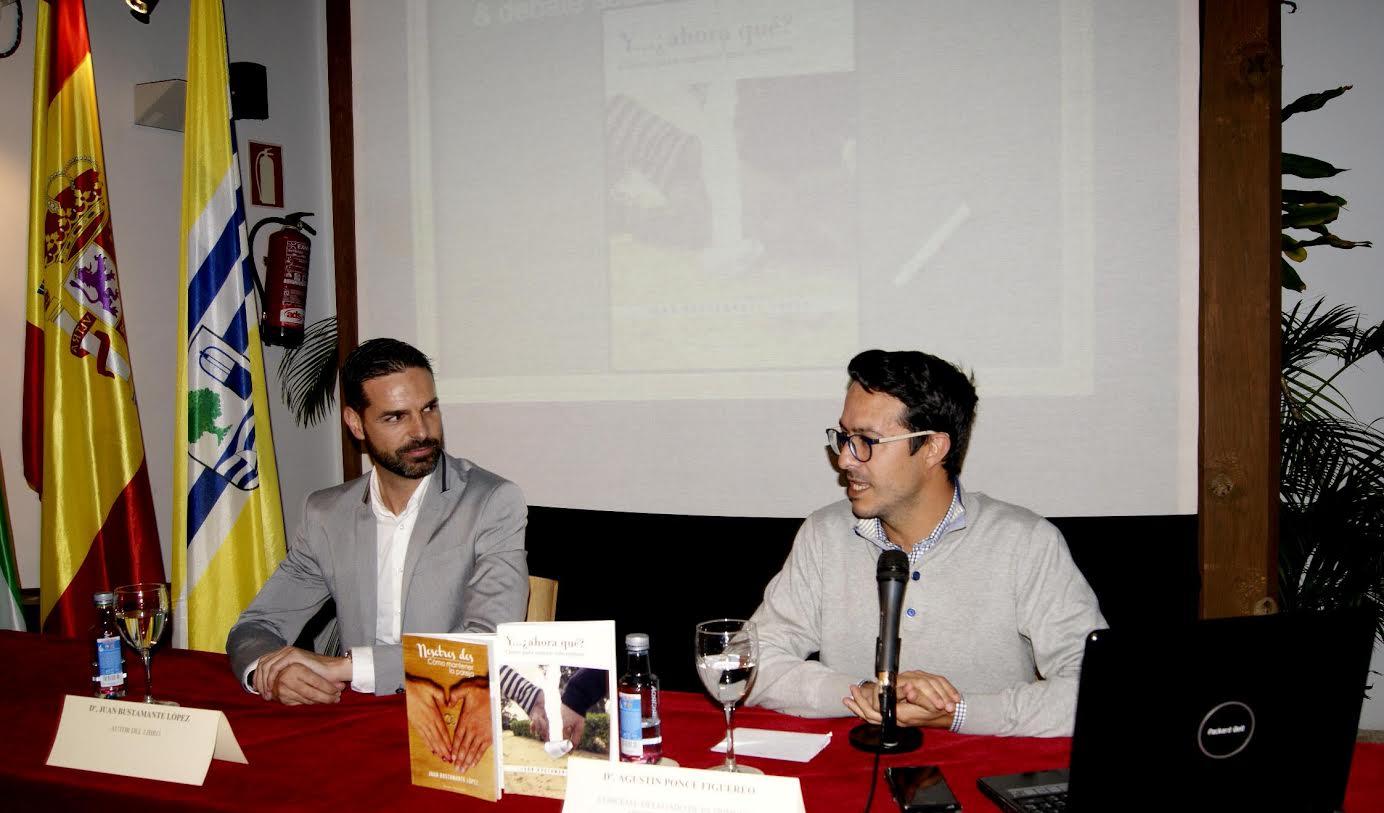 Presentado en Isla Cristina el libro del onubense Juan Bustamante Y...¿Ahora que? Claves para superar una ruptura
