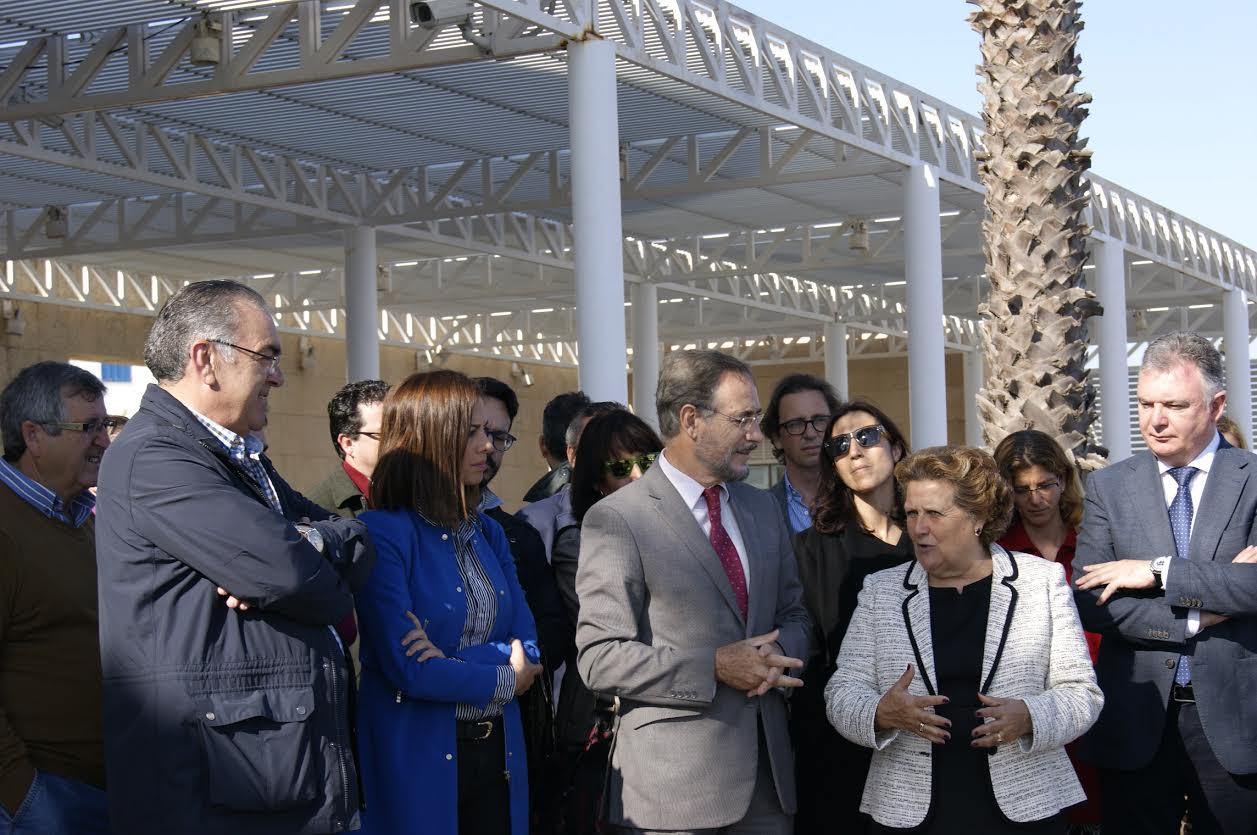La Alcaldesa y el consejero de Fomento inauguran un nuevo espacio en el Puerto Deportivo de Isla Cristina