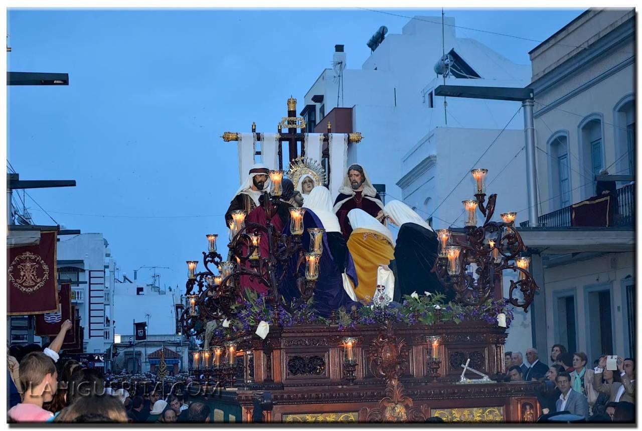 Esplendorosa procesión de Viernes Santo en Isla Cristina