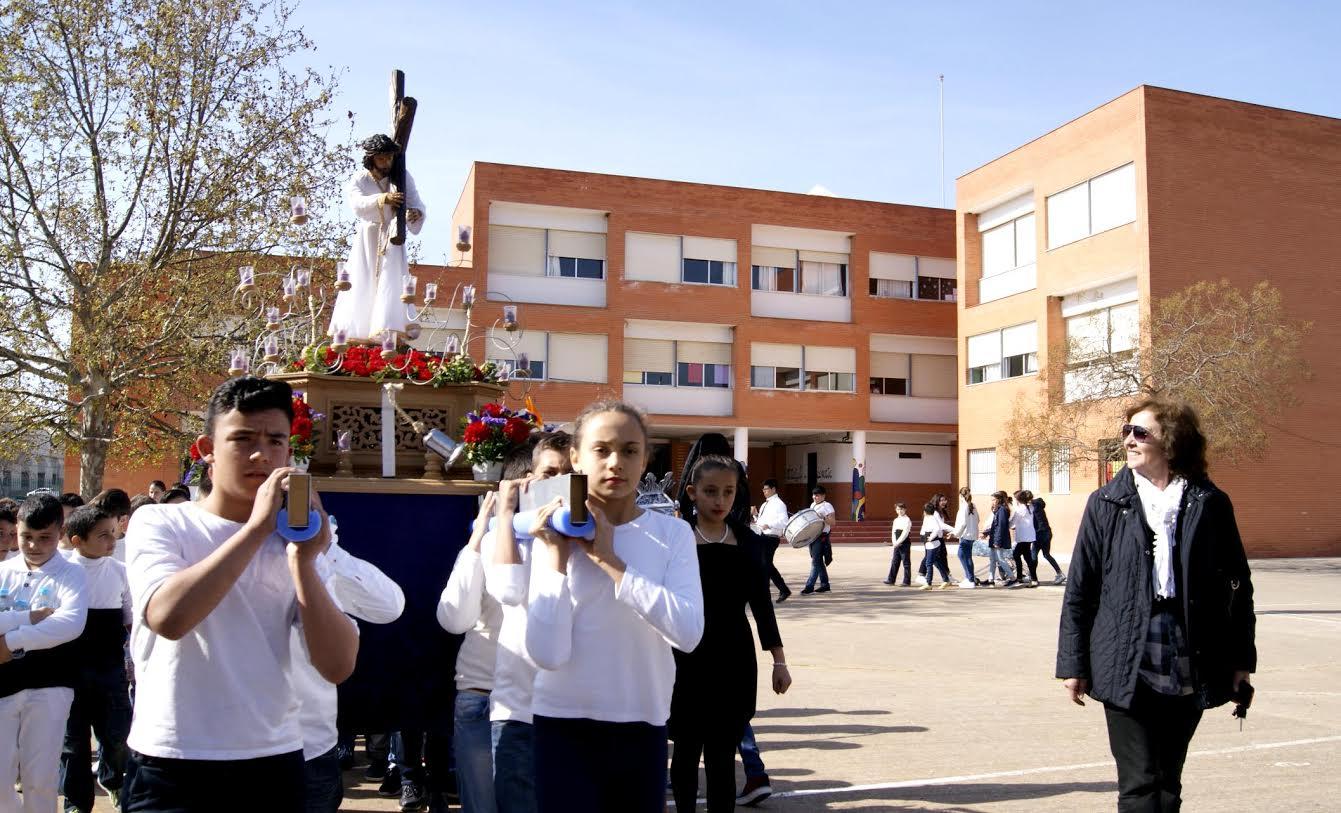 Cientos de escolares participan en el Desfile Procesional del CEIP Sebastián Urbano Vázquez