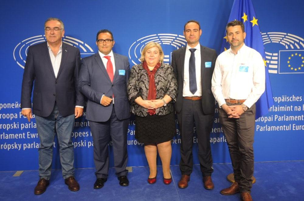 Representantes de la Mesa de la Pesca isleña, presentes en la feria European Seafood Exposition de Bruselas