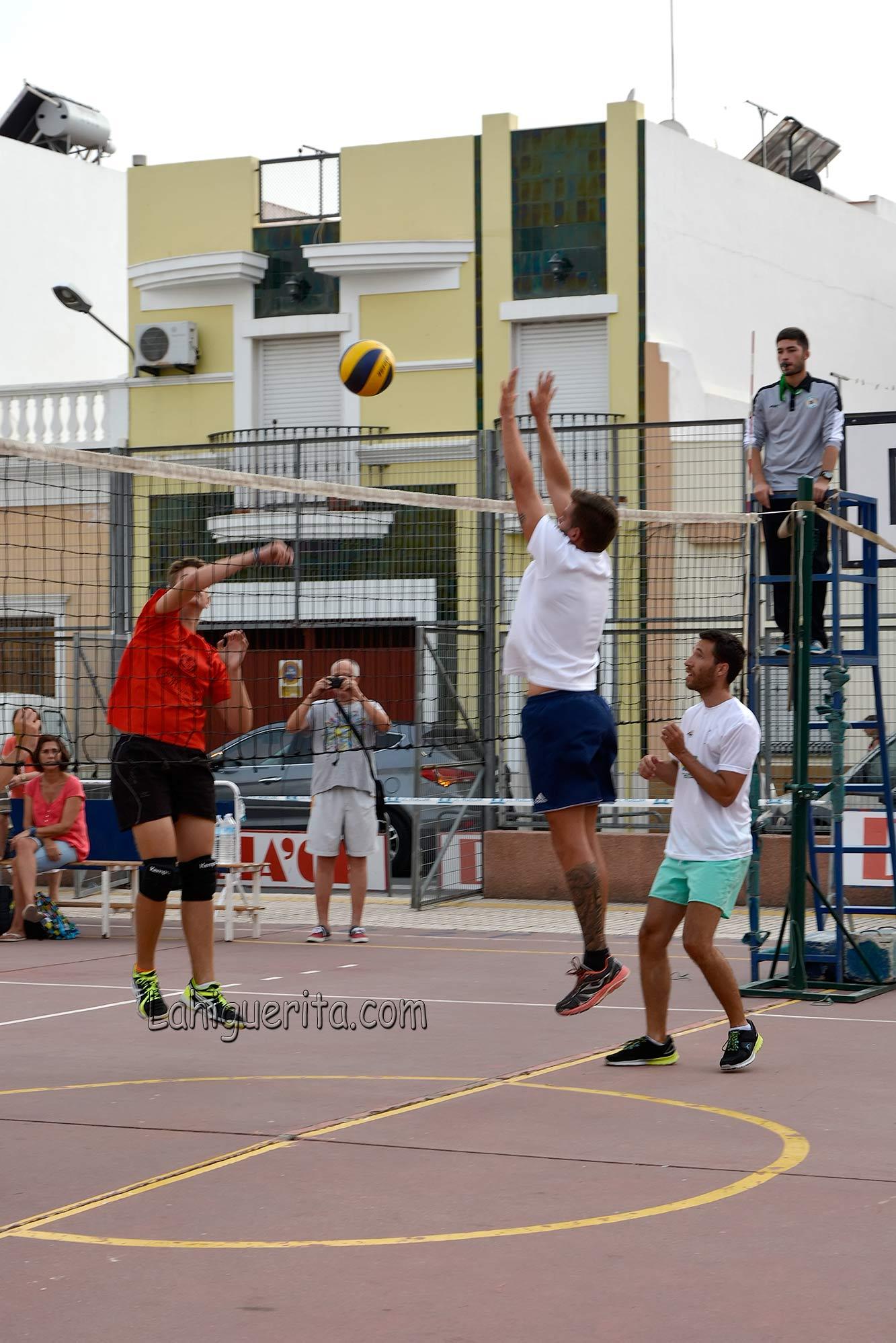 """Isla Cristina sigue disfrutando del Torneo de Voleibol """"Periódico La Higuerita"""""""