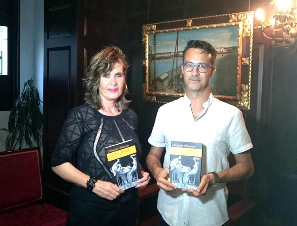 Presentado en Isla Cristina el libro de Margarita Wanceulen 'El Señor Bambú, historias de café'