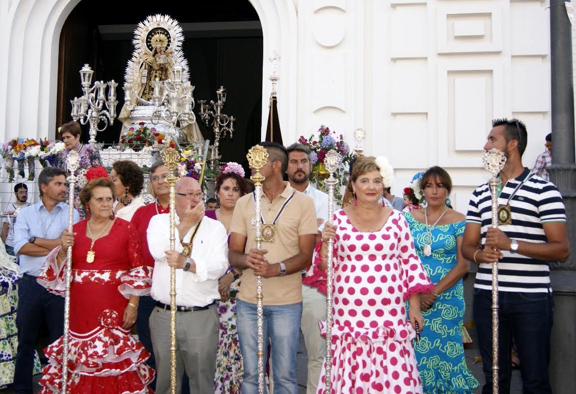 Cientos de flores para la Virgen del Carmen