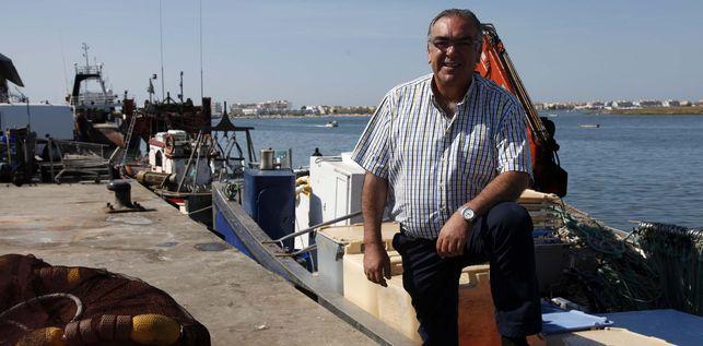 El patrón mayor de la cofradía de pescadores de Isla Cristina dimite de la Mesa de la Pesca por la