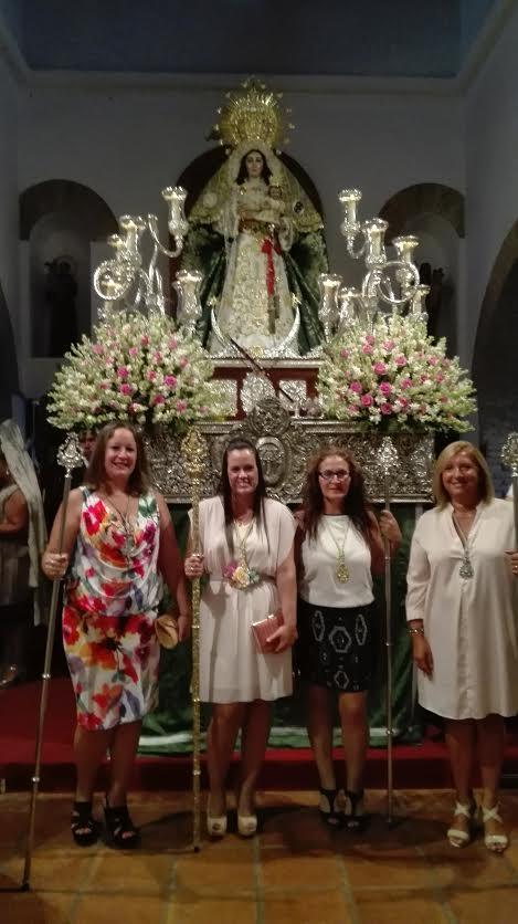 La Hermandad del Rocío de Isla Cristina con la Esperanza y la Bella
