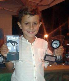 """El isleño Kevin Irala, Campeón Sub 8 del """"I Circuito Nocturno Ajedrez en la Playa"""""""