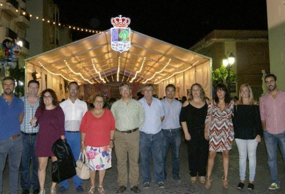 La inauguración de la Exposición de fotografías Virgen del Rosario  y el Encendido del Alumbrado marcan el comienzo de las Fiestas Patronales de Isla Cristina