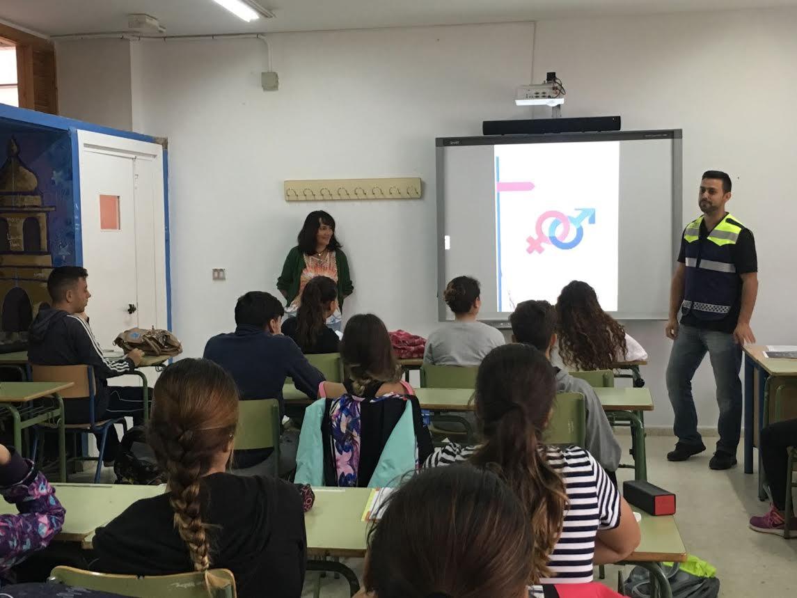 El Ayuntamiento imparte unos talleres al colectivo juvenil para prevenir la Violencia de Género