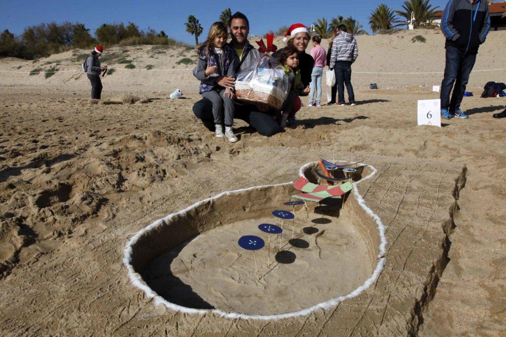 , gana el III concurso Muñecos de Nieve Tumbados al Sol de Islantilla