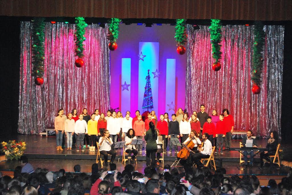 Lleno el Teatro Municipal para presenciar el VIII Certamen Escolar de Villancicos de Isla Cristina