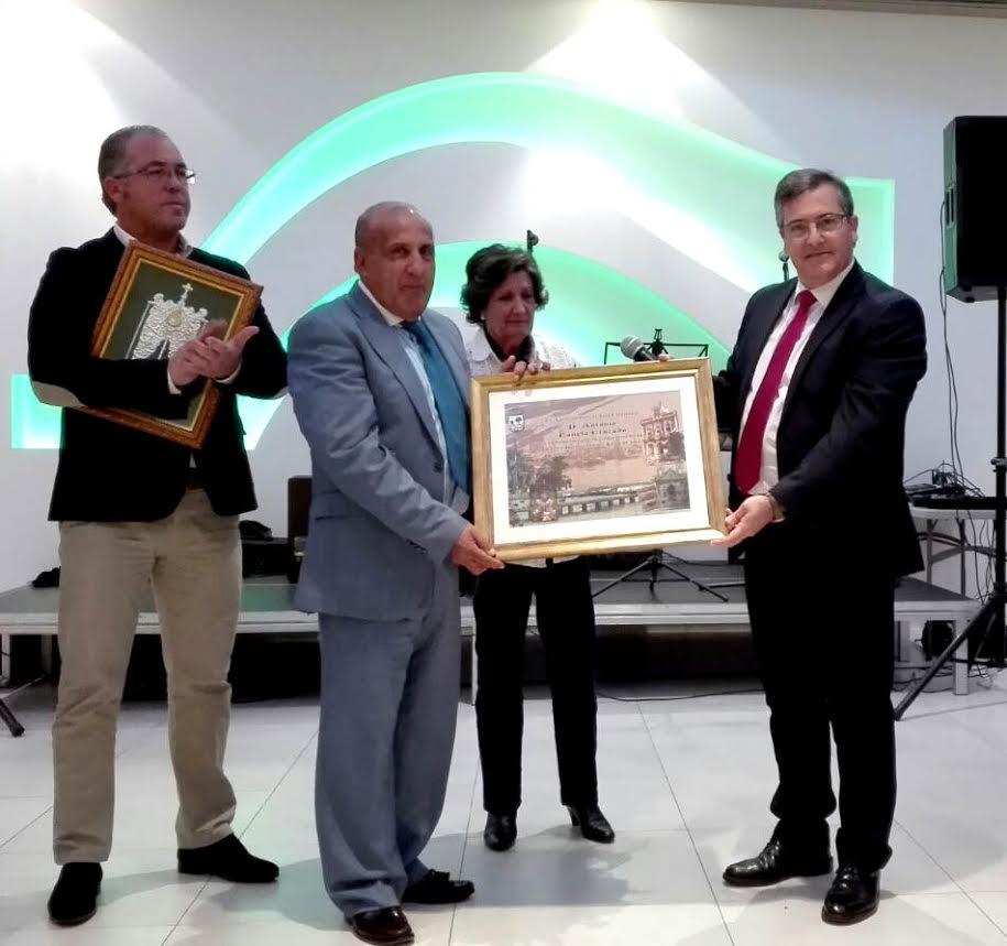 La Hermandad del Rocío de Isla Cristina rinde homenaje a Antonio Canela