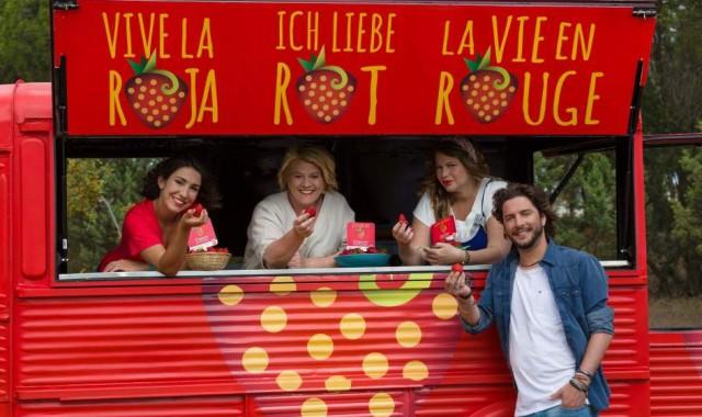 """Isla Cristina y Manuel Carrasco protagonistas del vídeo promocional """"Fresas de Europa, Vive la Roja"""""""