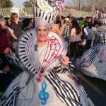 Una multitudinaria , de Disfraces recorre las calles isleñas abarrotadas de público