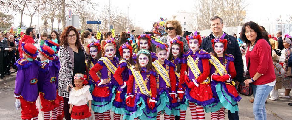 Una multitudinaria Cabalgata Infantil de Disfrace recorre las calles isleñas