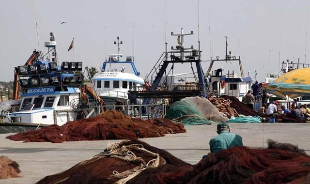 El presidente de la lonja de Isla Cristina, Mariano García, lamenta el mal tiempo para faenar