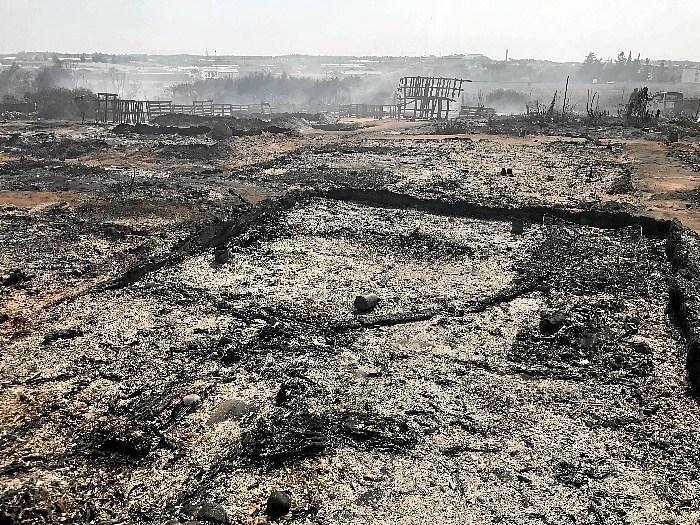Extinguido el incendio en el asentamiento de Lepe