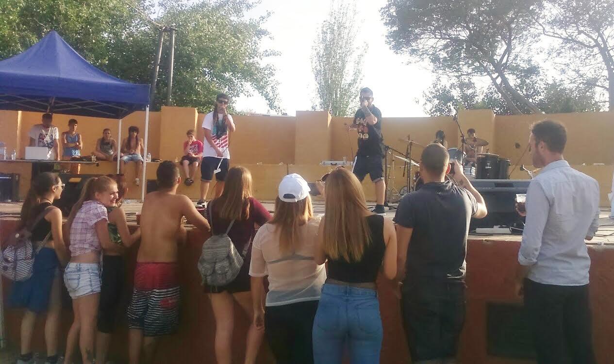 Medio millas de jóvenes disfrutaron de la II Fiesta de la Primavera de Isla Cristina